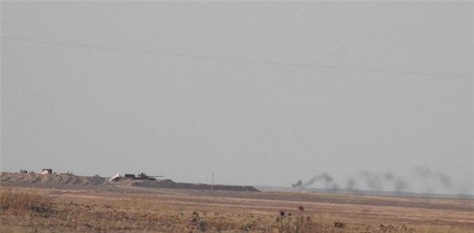 Phien quan dung ten lua 9M113 Konkurs pha huy xe tang T-62M cua SAA-Hinh-5