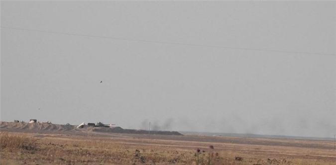 Phien quan dung ten lua 9M113 Konkurs pha huy xe tang T-62M cua SAA-Hinh-6