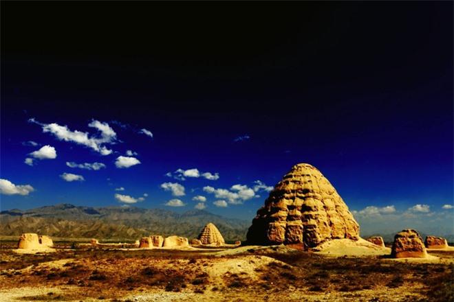 Bí ẩn lăng mộ gần 1000 năm còn nguyên vẹn: Cỏ không dám mọc, chim không dám đậu - Tại sao vậy? - Ảnh 1.