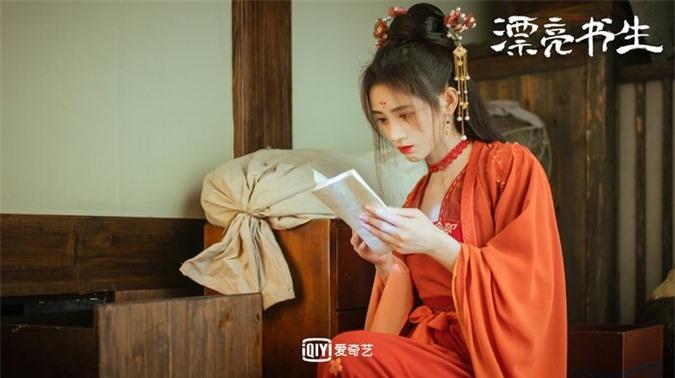 Cúc Tịnh Y bị chê trang điểm quá đà khi giả trai trong 'Thư sinh xinh đẹp' - Ảnh 6