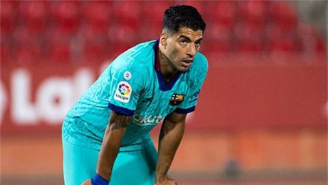 Suarez nổi khùng về cách đối xử 'cạn tình' của Barca và Koeman