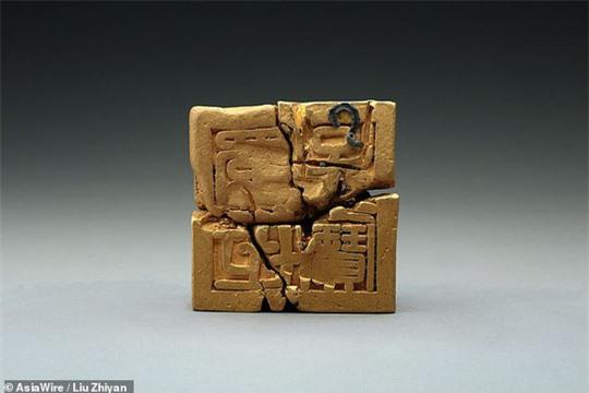 Tìm thấy ấn triện bằng vàng nguyên chất vô cùng quý hiếm, nặng gần 8kg - Ảnh 2.