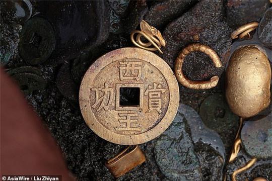 Tìm thấy ấn triện bằng vàng nguyên chất vô cùng quý hiếm, nặng gần 8kg - Ảnh 5.