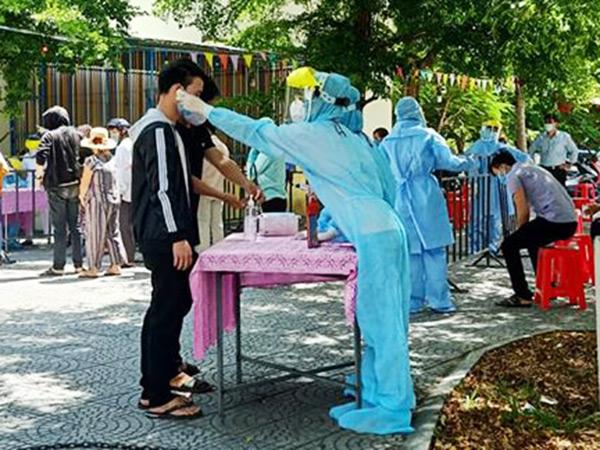 UBND quận Sơn Trà (Đà Nẵng) tổ chức lấy mẫu xét nghiệm sàng lọc cộng