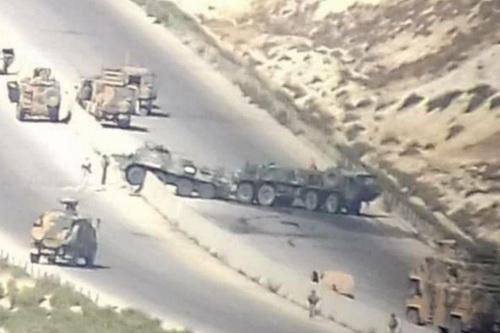 Hiện trường vụ tấn công xe bọc thép chở quân BTR-80 của Nga tại Syria. Ảnh: Avia-pro.