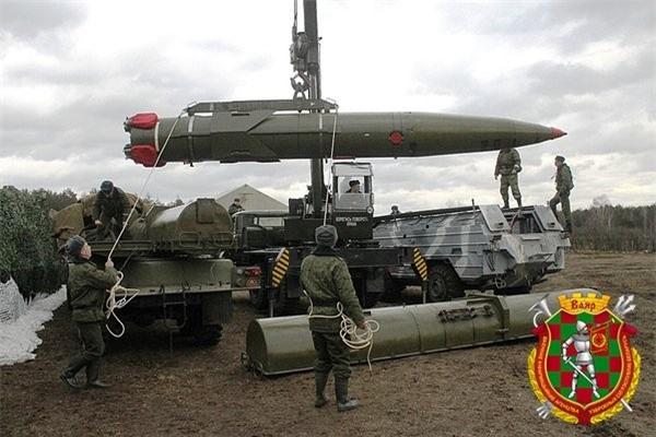 Belarus chuyen hang loat vu khi hang nang den tuyen bien gioi sat NATO-Hinh-7