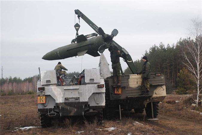 Belarus chuyen hang loat vu khi hang nang den tuyen bien gioi sat NATO-Hinh-8