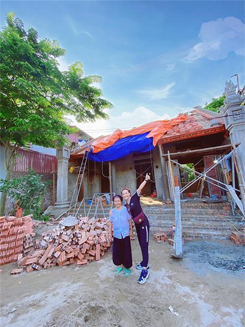 Đầu tháng 8, Bảo Thanh vui mừng thông báo với người hâm mộ rằng, ngôi nhà nhỏ xinh mà cô xây cho bà ngoại ở quê đã sắp hoàn thành.