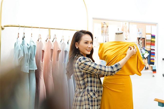 Tháng 2, công việc chính đình trệ vì Covid-19 nên Bảo Thanh có thời gian dành cho những đam mê riêng. Cô thử sức làm nhà thiết kế, kết hợp với một thương hiệu thời trang để cho ra mắt một bộ sưu tập mang tên mình.