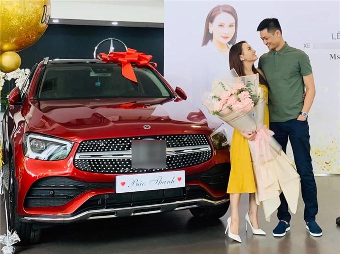 Tháng 6, Bảo Thanh được ông xã Đức Thắng tậu cho chiếc Mercedes GLC300 trị giá khoảng 2,4 tỷ đồng. Đây là xế hộp mà nữ diễn viên mơ ước từ lâu nhưng năm lúc này mới thành hiện thực. Chia sẻ niềm vui trên trang cá nhân, cô viết: 18 tuổi nằm mơ được tặng chiếc xe đỏ có buộc nơ. 30 tuổi ước mơ thành sự thật. Hôm nay, tôi hạnh phúc trọn vẹn luôn.