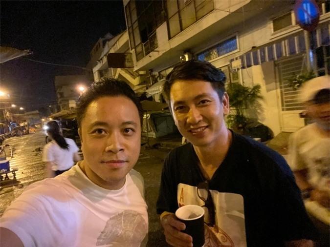 Đỗ An - ông xã của siêu mẫu Lê Thúy (phải) phụ trách phần mỹ thuật của phim Thiên thần hộ mệnh.
