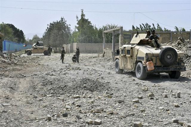 Hàng loạt vụ đánh bom đẫm máu tại Afghanistan trong 24 giờ qua, ít nhất 12 người thiệt mạng - Ảnh 2.