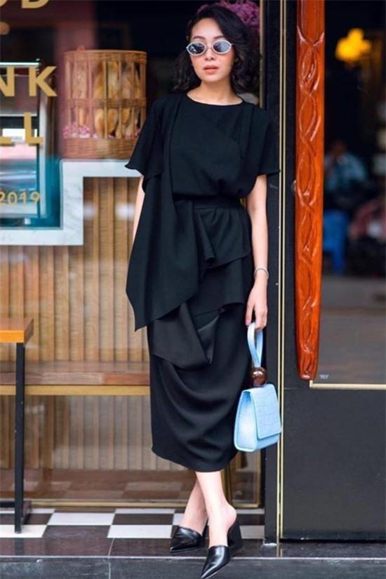 Thân Thục Quyên trở thành 1 trong danh sách 10 gương mặt nữ doanh nhân kế nghiệp nổi bật tại Việt Nam của tạp chí Forbes Việt Nam.