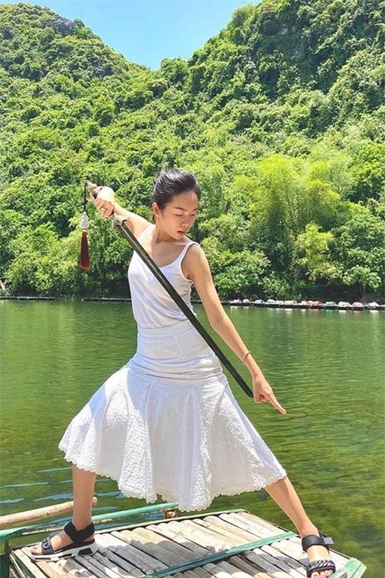 Nữ doanh nhân trẻ có sở thích du lịch.