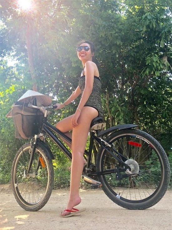 Vóc dáng gợi cảm của bạn gái Quang Bảo nhờ chăm tập luyện thể thao.