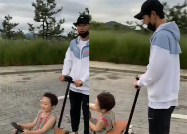 Song Joong Ki đi nghỉ cùng gia đình tại biệt thự hạng sang, 10 triệu won/đêm - Ảnh 2.