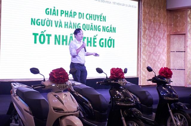 Ông Đoàn Linh – CEO của PEGA chia sẻ định hướng doanh nghiệp tại lễ bàn giao xe ga điện PEGA-S
