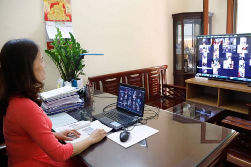 Việc ban hành quy định quản lý tổ chức dạy học trực tuyến vừa giúp duy trì chất lượng dạy - học, vừa bảo đảm an toàn phòng, chống dịch Covid-19. Ảnh: Quang Thái.