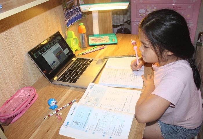 Học trực tuyến là giải pháp hiệu hữu hiệu để phòng chống bệnh dịch Covid-19.