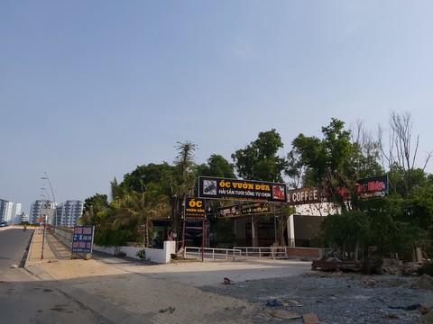 Khu nhà hàng xây trên đất công viên bờ sông.