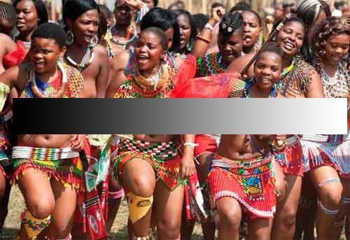 Bộ tộc Zulu với tục để ngực trần của người phụ nữ.