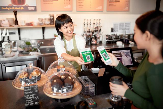 Trong tháng 8/2020, số người dùng lần đầu tiên thanh toán không dùng tiền mặt cho dịch vụ GrabMart tăng 28%, số lượng giao dịch không dùng tiền mặt trên GrabMart tăng 128% so với tháng trước đó.