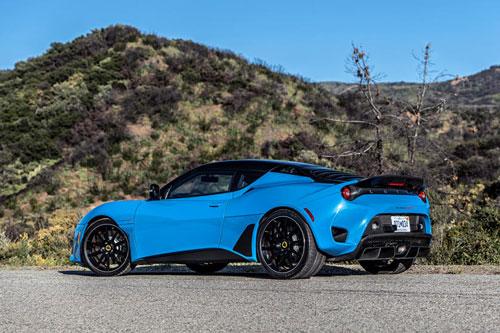 5. Lotus Evora GT. Cung cấp sức mạnh cho Evora GT là động cơ V6 siêu nạp dung tích 3,5 lít cho công suất 416 mã lực và mô-men xoắn 430 Nm. Hộp số sàn hoặc tự động 6 cấp hoặc kết hợp cùng hệ dẫn động cầu sau. Thời gian tăng tốc từ 0-96 km/h trong 3,8 giây, tốc độ tối đa 303 km/h.