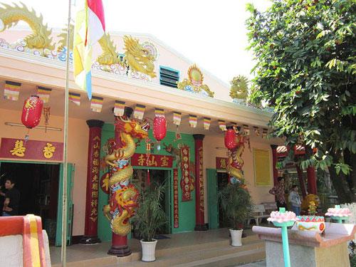 Chính điện chùa Đất Sét