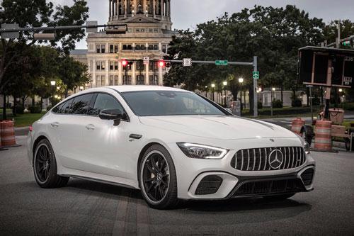 7. Mercedes-AMG GT 53. Động cơ I6 tăng áp kép dung tích 3 lít và hệ thống EQ Boost giúp GT 53 có tổng công suất 429 mã lực và mô-men xoắn 521 Nm. Hộp số AMG SPEEDSHIFT TCT 9 cấp cùng hệ dẫn động 4 bánh toàn thời gian 4MATIC. Thời gian tăng tốc từ 0-96 km/h trong 4,4 giây, vận tốc tối đa 280 km/h.