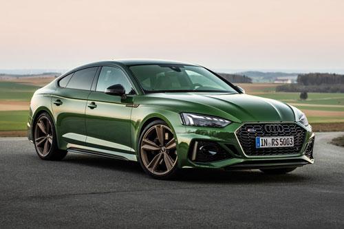 9. Audi RS5 Sportback. RS5 Sportback 2020 sử dụng động cơ xăng V6 tăng áp kép với dung tích 2,9 lít cho công suất 444 mã lực, mô-men xoắn cực đại 600 Nm. Hộp số tự động 8 cấp kết hợp cùng hệ dẫn động 4 bánh toàn thời gian Quattro. Thời gian tăng tốc từ 0-100 km/h trong 3,9 giây, vận tốc tối đa 280 km/h.