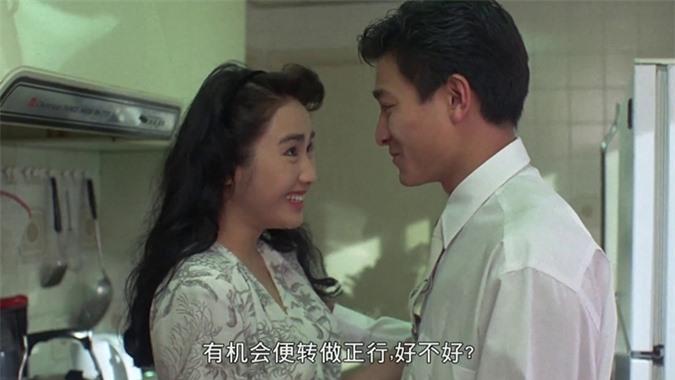 Lê Tư ngây thơ bên thiên vương Lưu Đức Hoa trong phim điện ảnh Rồng trong ngục năm 1990.