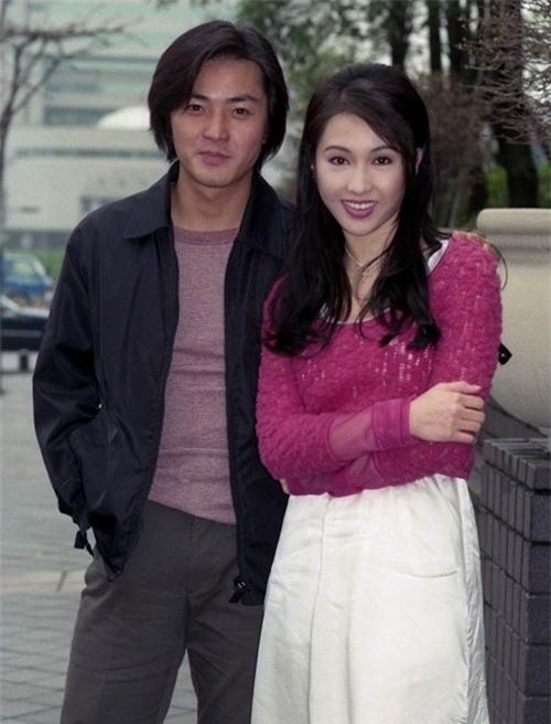 Hạt Tiêu Lê Tư và anh Hạo Nam Trịnh Y Kiện của loạt phim đình đám Người trong giang hồ cuối những năm 1990.