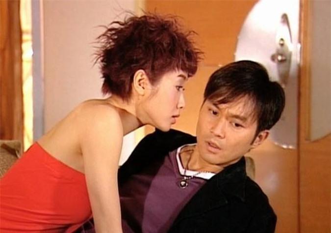 Lê Tư - Trương Trí Lâm hài hước và có nhiều cảnh thân mật trong Sự thật của bóng tối (năm 2004).