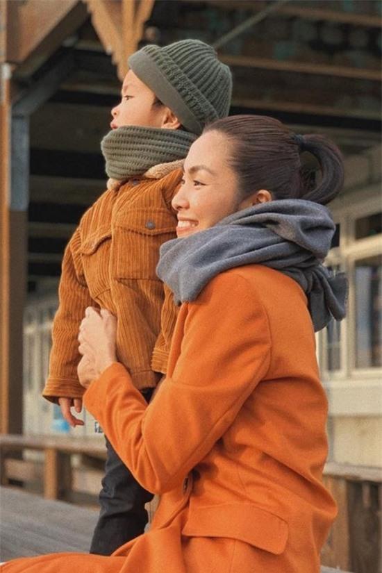 Nhiều khán giả cũng khen ngợi cách dạy con của Tăng Thanh Hà khi cho bé tiếp xúc với những hoạt động thực tế.