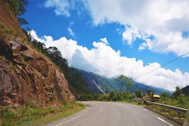Đèo Omega thuộc địa phận huyện Lạc Dương tỉnh Lâm Đồng, nơi đây là cung đường dành cho những người thích khám phá. Ảnh: @kaltydang