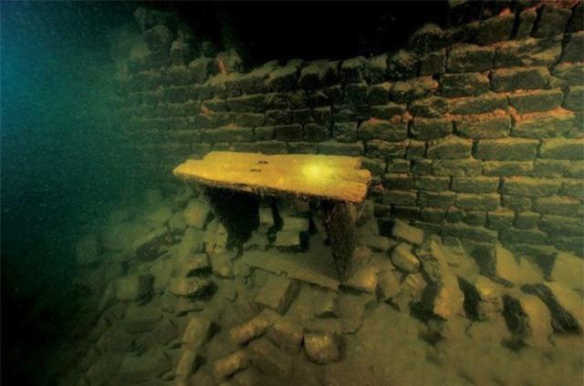 """Thành phố cổ """"ngâm"""" dưới nước nửa thế kỷ vẫn gần như nguyên vẹn - 4"""