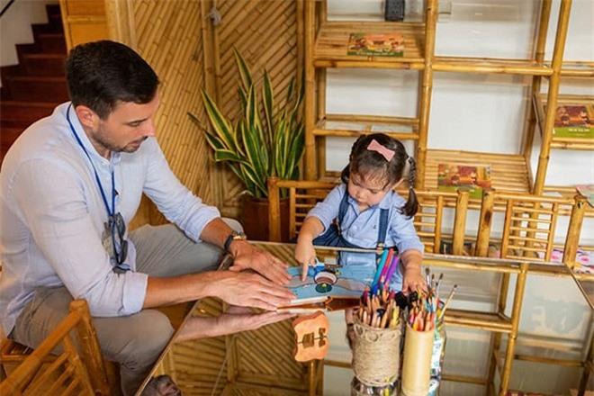 Vợ chồng Hà Anh tham quan trường mẫu giáo 'chuẩn sang chảnh' của con gái Myla 5