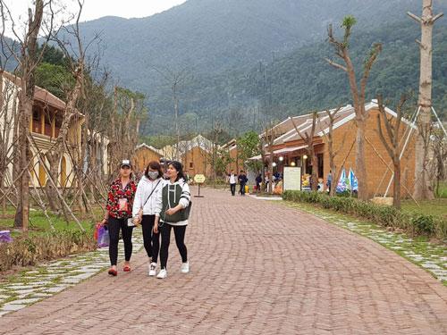 Làng hành hương ở Yên Tử thu hút khách du lịch