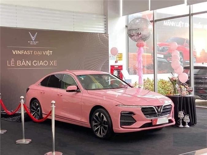 Trước đó, một chiếc VinFast Lux A2.0 đã từng được người hâm mộ thích thú khi có màu sơn hồng đặc biệt. Đây có thể là tiền đề để hãng xe Việt tung ra bộ sưu tập màu cá tính hơn cho President.