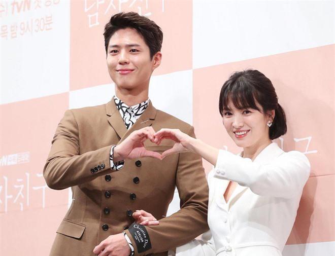 Những tin đồn hẹn hò bí ẩn nhất Kbiz: Son Ye Jin đồng tính, Yoona ngoại tình PSY? - Ảnh 6