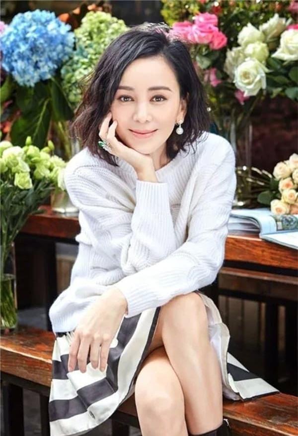 'Mẹ kế ác nhất màn ảnh Hoa ngữ': Lận đận tình duyên, qua hai lần đò vẫn sống cô đơn nhưng nhan sắc tuổi 49 mới đáng chú ý 8