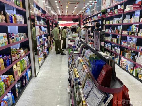 Một địa chỉ chuyên bán các loại mỹ phẩm online gian lận ở quận 10 đã bị lực lượng QLTT TP. Hồ Chí Minh phát hiện và tịch thu nhiều sản phẩm,