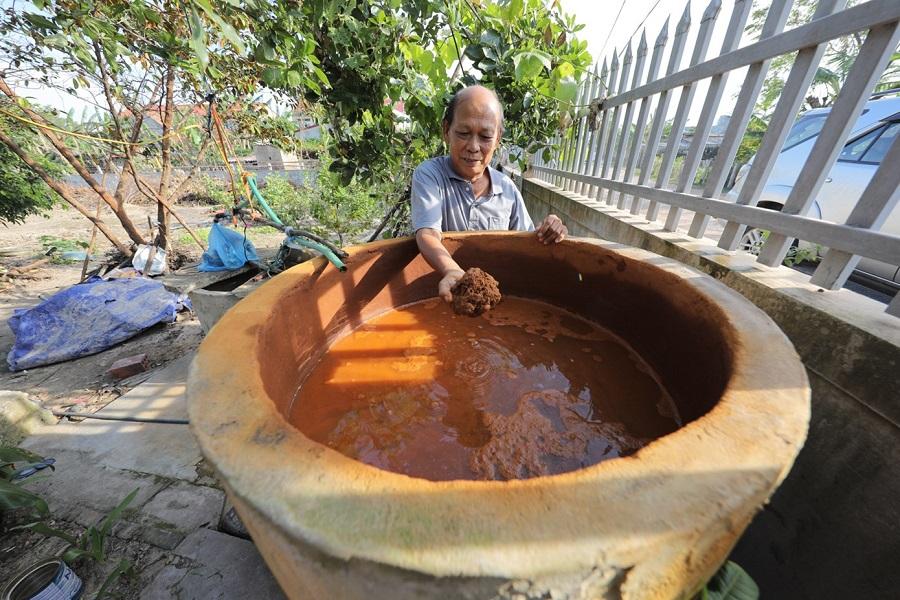 Việc đào giếng, đào ao lấy nước và lọc nước thủ công cũng không hiệu quả vì nước bị nhiễm phèn nặng, không đảm bảo vệ sinh.