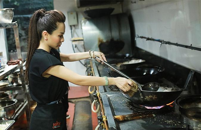 Sơn nữ bolero biết nấu nhiều món từ các loại thịt đến hải sản.