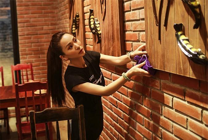 Nữ ca sĩ quan tâm tới chất lượng thực phẩm và thích không gian quán ăn phải sạch sẽ, ấm cúng.