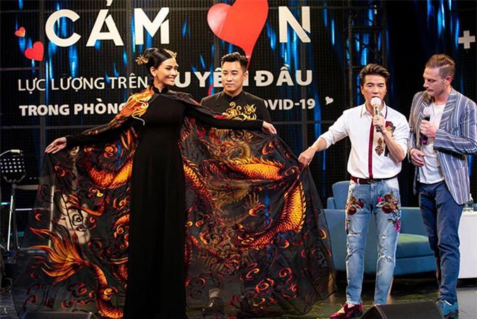 Mr Đàm giúp Trương Thị May đấu giá áo dài - 8