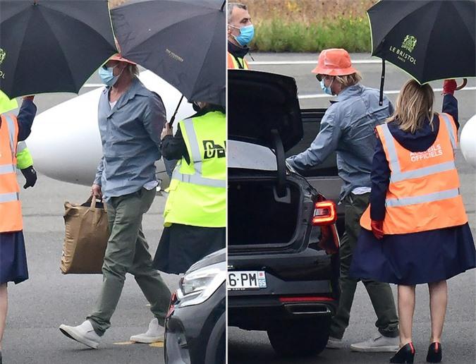 Brad Pitt ở sân bay tại Paris ngày 30/8.