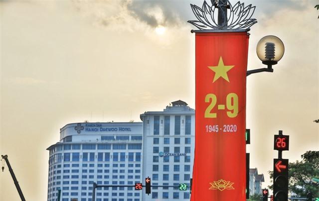 Hà Nội rực rỡ cờ hoa chào mừng Quốc khánh 2/9 - Ảnh 10.