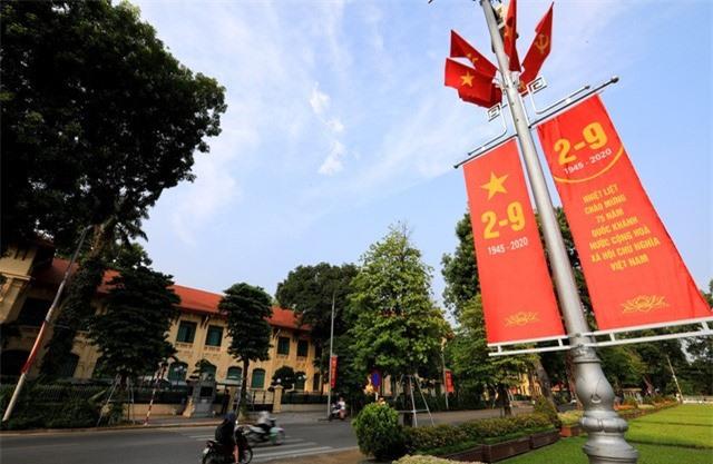 Hà Nội rực rỡ cờ hoa chào mừng Quốc khánh 2/9 - Ảnh 4.