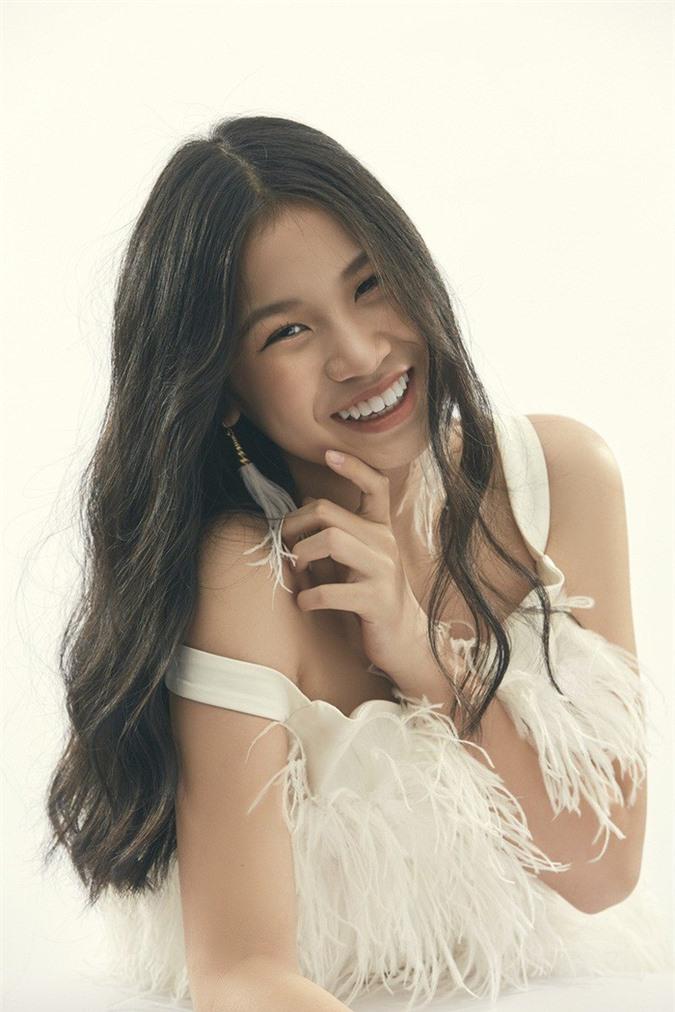 """Là """"tiểu thư"""" nhà nữ giám đốc âm nhạc Giọng hát Việt, cô bé 15 tuổi này ngày càng thần thái - Ảnh 10."""